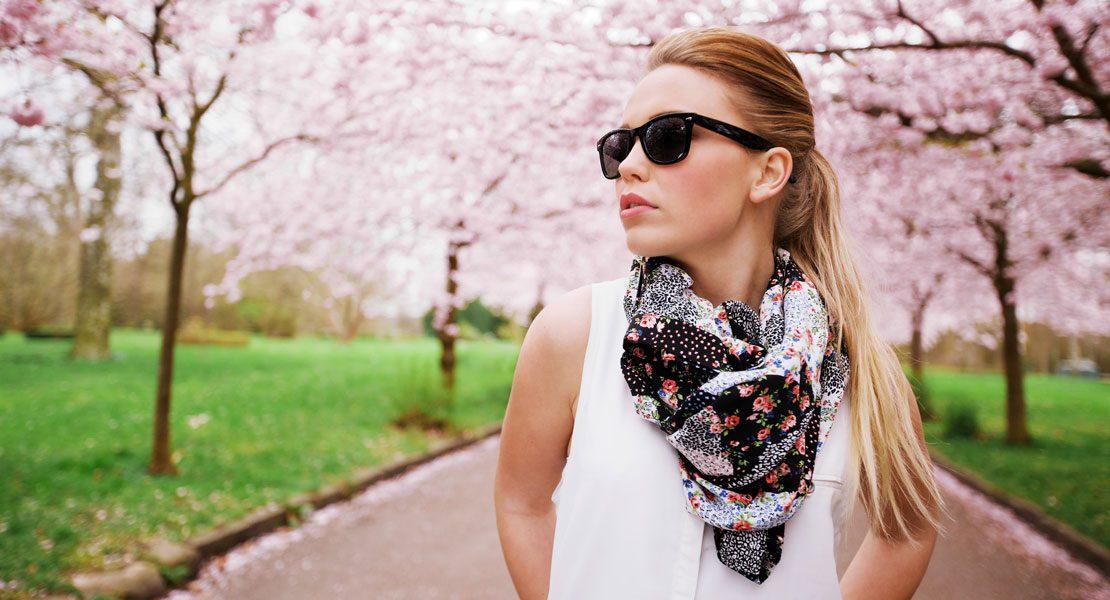 So kombinierst du stylisch deinen Sommer-Schal