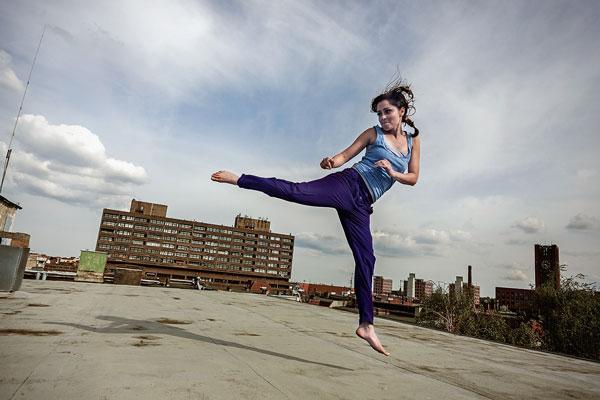 Karatemeisterin Sarah Alles