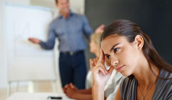 Diese Strategien können dir bei deinem Konflikt mit Kollegen helfen.