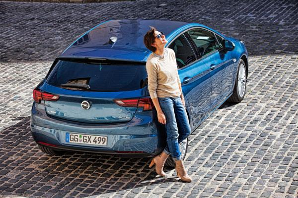 Christiane Paul im neuen Opel Astra