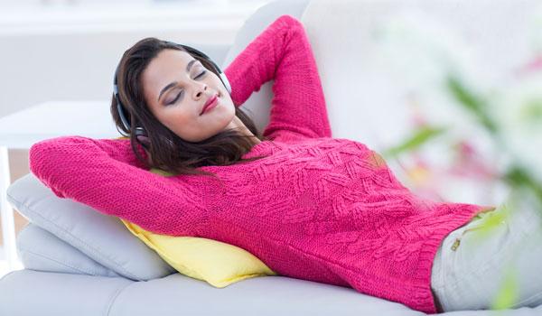 Ein kurzes Power Napping verbessert die Konzentrationsfähigkeit, Aufmerksamkeit, Lernfähigkeit, Motivation und die Laune.