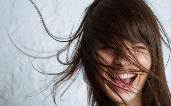 So wirst du fliegende Haare los
