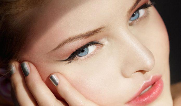 Perfekter Augenaufschlag - so gelingt der Tightlining-Look.