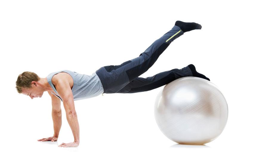 Plank mit Ball und Beinheben