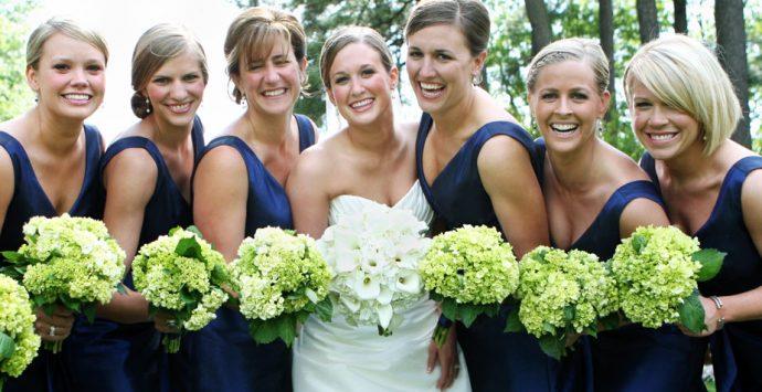 Das perfekte Styling für Brautjungfer & Hochzeitsgäste