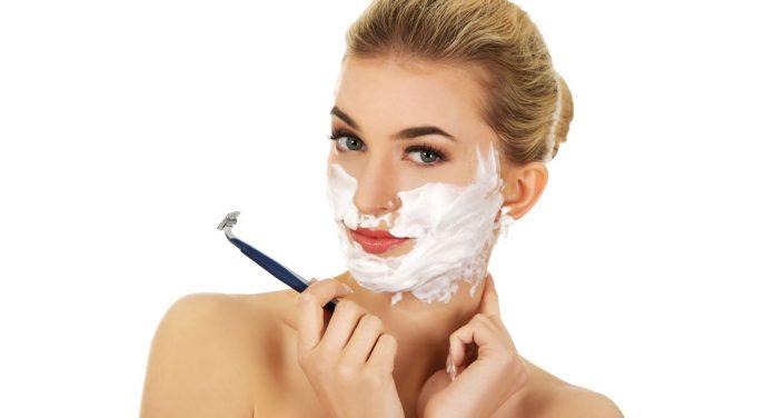 Dermaplaning - als Frau das Gesicht rasieren