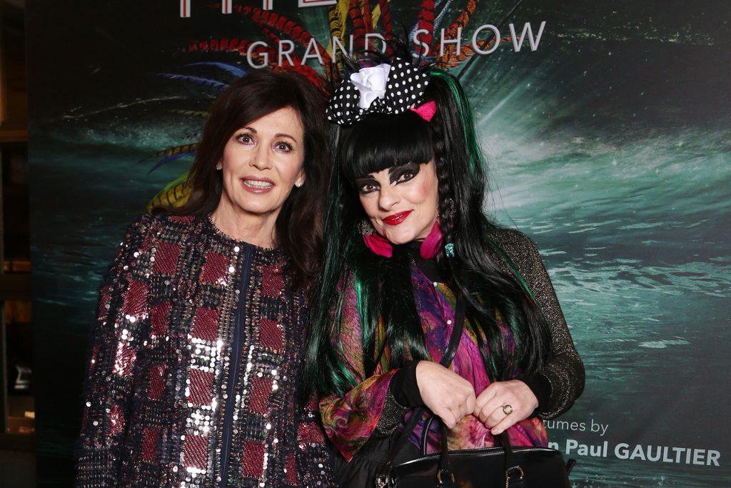 Iris Berben und Nina Hagen auf dem gruenen Teppich bei THE ONE Grand Show