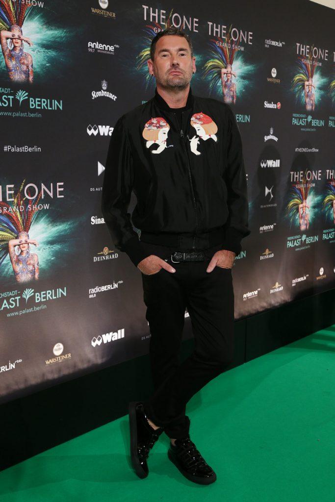 Michael Michalsky auf dem gruenen Teppich bei THE ONE Grand Show  Welturaufführung im Friedrichstadt-Palast in Berlin