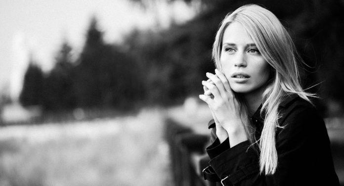 Warum schöne Frauen oft Singles sind