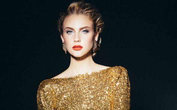 Glamouröser Auftritt: Schimmerndes  Weihnachts-Make-up