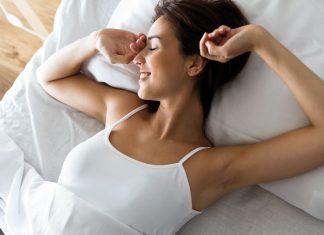 Was du vor dem Schlafengehen essen solltest... und was besser nicht