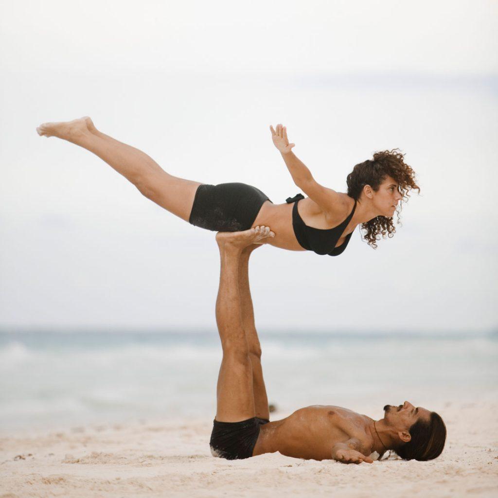 Warum du unbedingt mal Partner-Yoga ausprobieren solltest - AJOURE.de