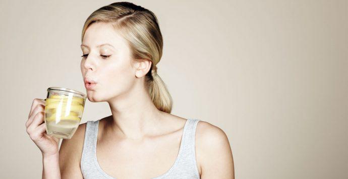 8 Gründe, warum du morgens Zitronenwasser trinken solltest