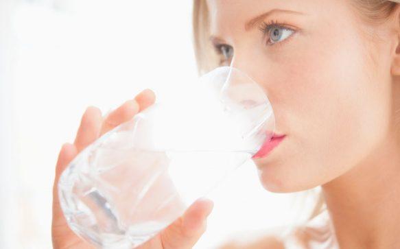 9 Anzeichen, dass du zu wenig trinkst