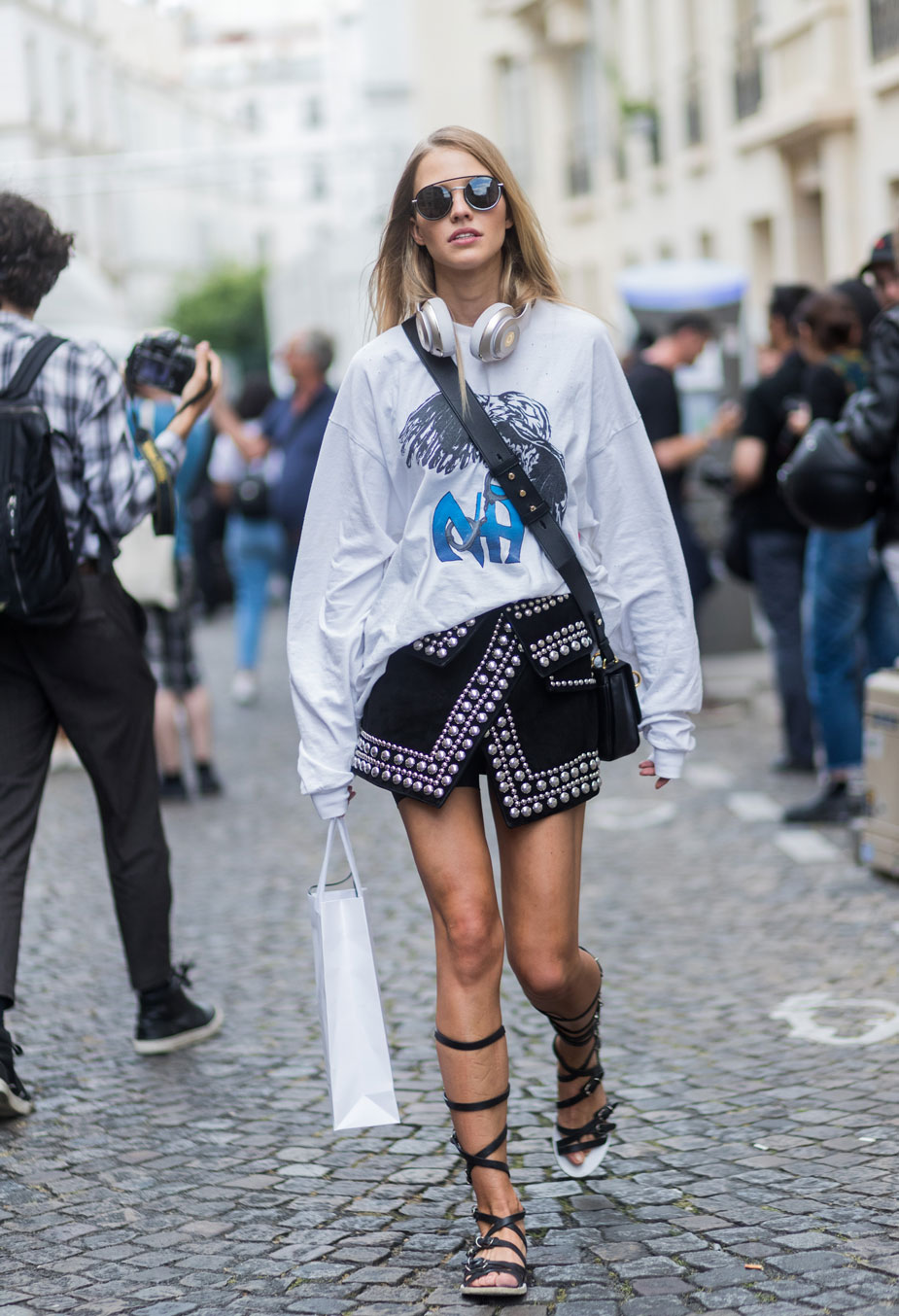 Glam Rock Street Style Look 3