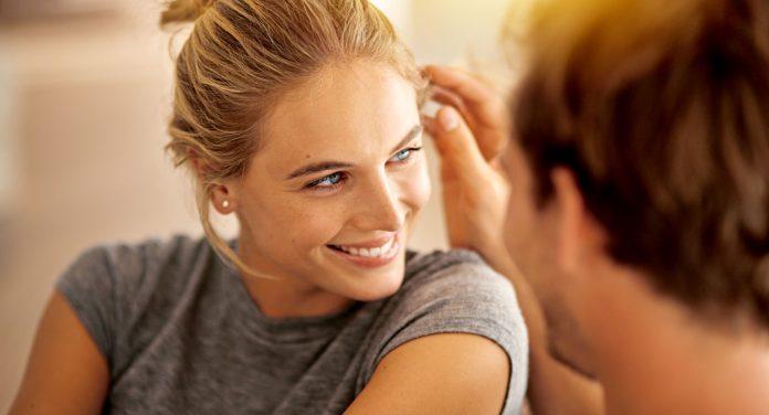 Darum machen uns weniger attraktive Männer in der Beziehung glücklicher