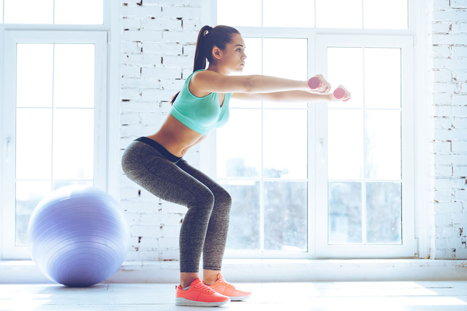 Kniebeugen - Ganzkörper-Übungen für zu Hause