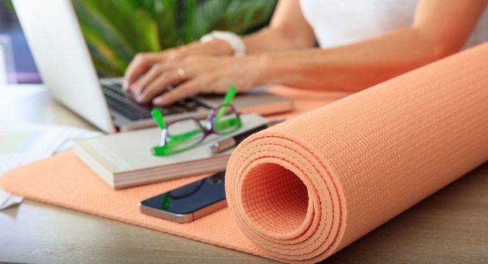 Fitness im Büro: Diese Übungen für zwischendurch halten dich fit!