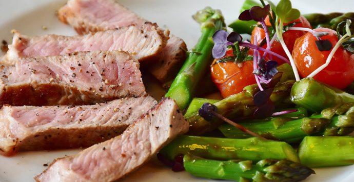 Mit einer kohlenhydratarmen Diät ganz einfach Gewicht verlieren – geht das?