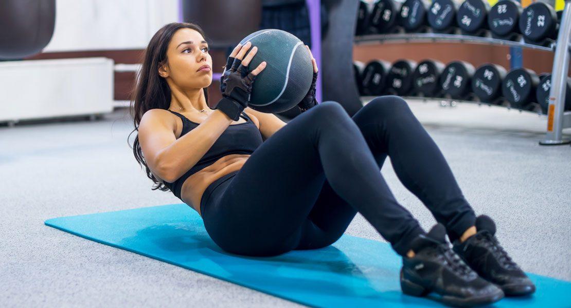 So trainierst du effektiv mit dem Medizinball