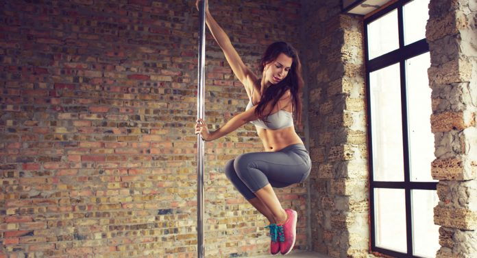 Pole Dance: Das heiße Ganzkörper-Workout