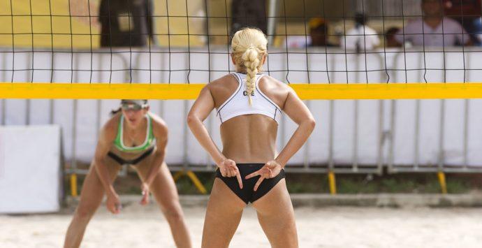 Bringe dich mit Beachvolleyball in Topform!