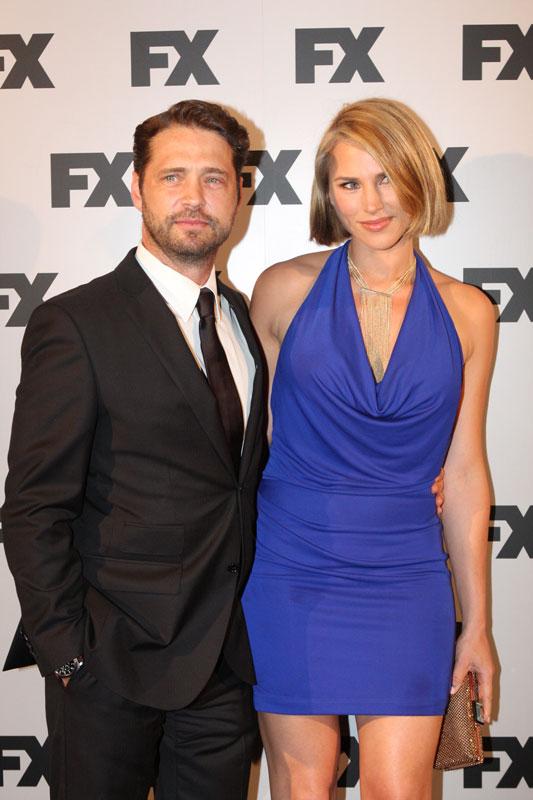 Jason Priestly mit seiner Frau Naomi