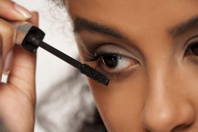 Make-up-Basics für Kontaktlinsenträgerin