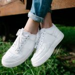 Mit diesen Tipps werden deine weißen Sneaker wieder richtig sauber