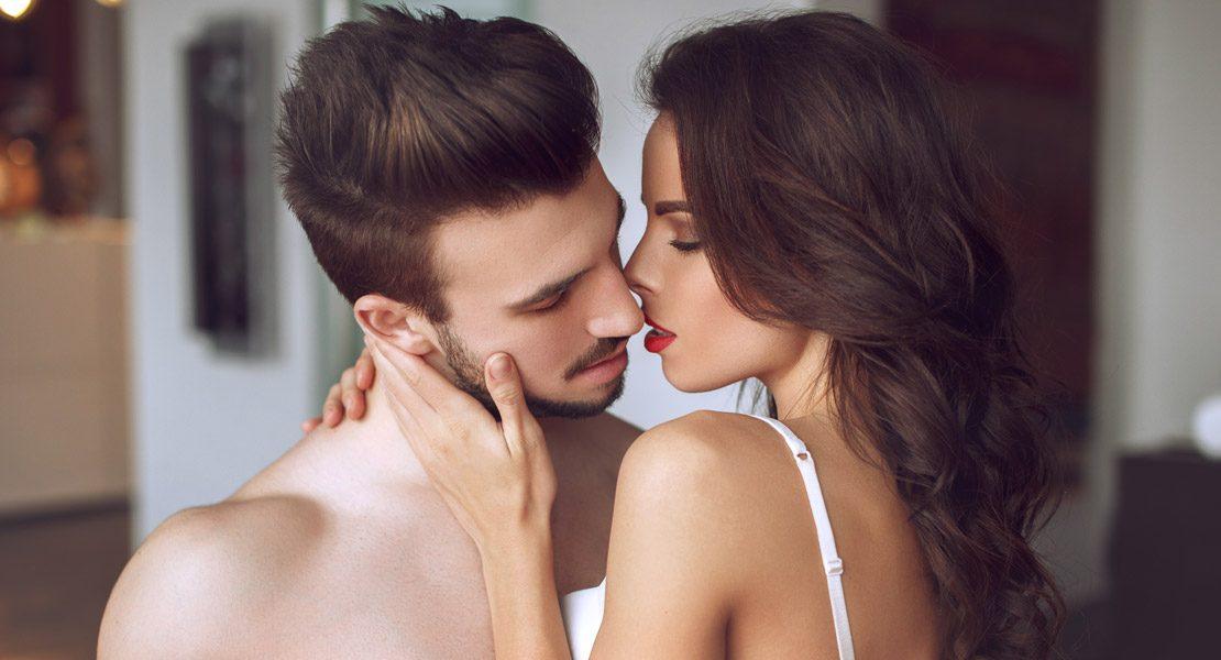 Karezza: Ist Sex ohne Orgasmus besser?