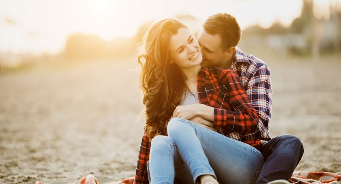 Mit diesen Tipps bringst du wieder mehr Romantik in deine Beziehung