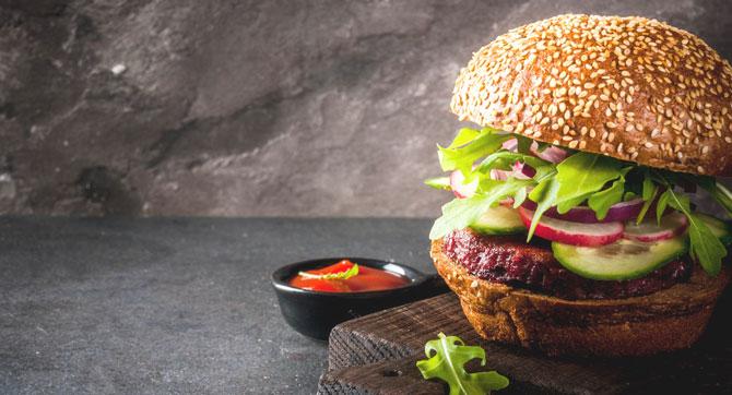 Insekten-Snacks und Burger