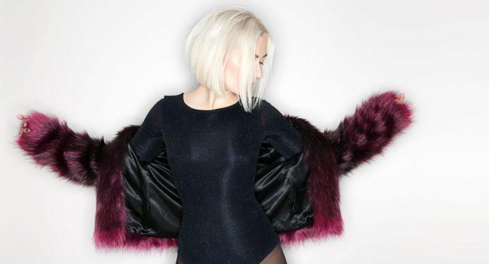 Kühles Blond: So blondierst du deine Haare ohne Gelbstich