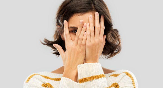 Fremdschämen: Warum sind uns eigentlich die Taten anderer Menschen peinlich?