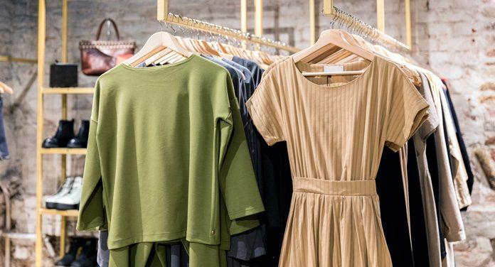 Recycling-Mode: Wie sinnvoll ist Kleidung aus Plastikmüll, alten Kleidungsstücken und Co?