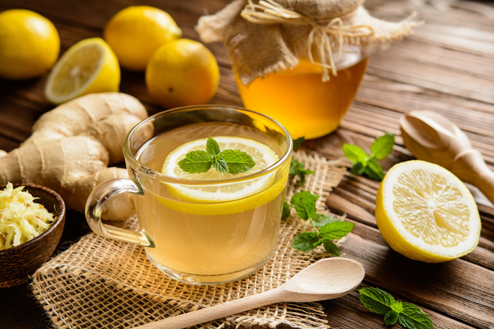 Grüner Tee mit Zitrone