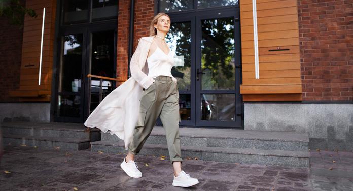 Keinen Bock auf Denim? Die schönsten nachhaltigen Stoffhosen für frühlingshafte Outfits
