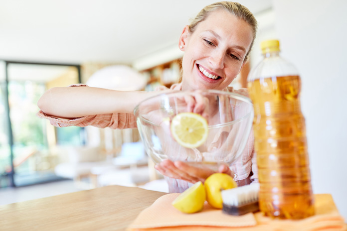 Putzen mit Essig und Zitrone