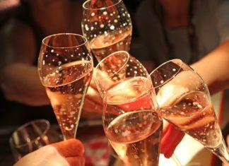 Exklusiven Champagner im Zuge von besonderen Momenten genießen