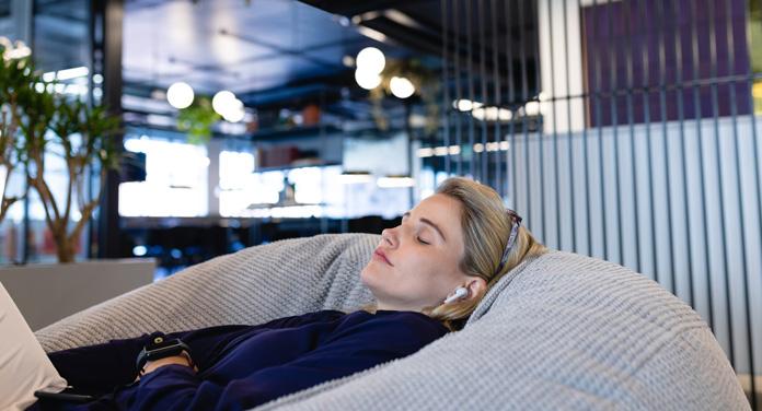 Mittagsschlaf und Power-Napping für die perfekte Work-Life-Balance