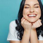 Zähne natürlich aufhellen – 7 Bleaching-Tipps, die wirklich funktionieren!