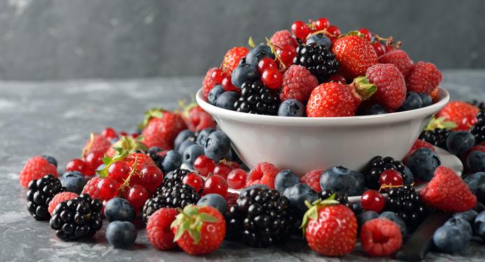 Superfood Beeren: So helfen dir die roten Früchte beim Abnehmen