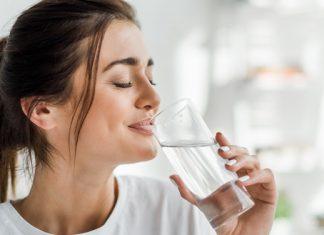 Körper entwässern: So wirst du Wassereinlagerungen wieder los