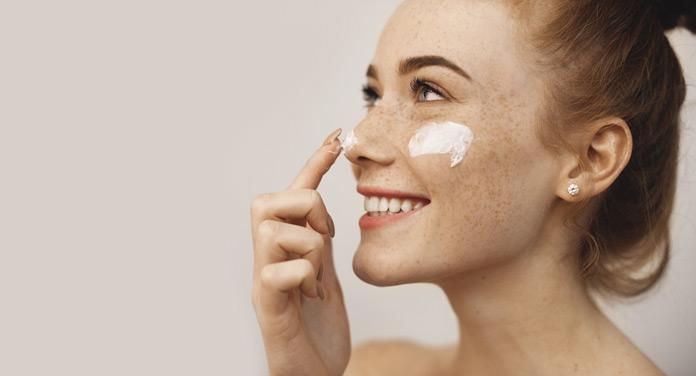 Gesichtscreme auftragen - aber richtig! Die besten Pflegetipps für dein Gesicht