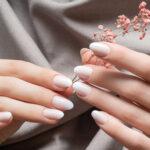 Weniger ist Mehr: Elegant und schlicht mit Milky Nails
