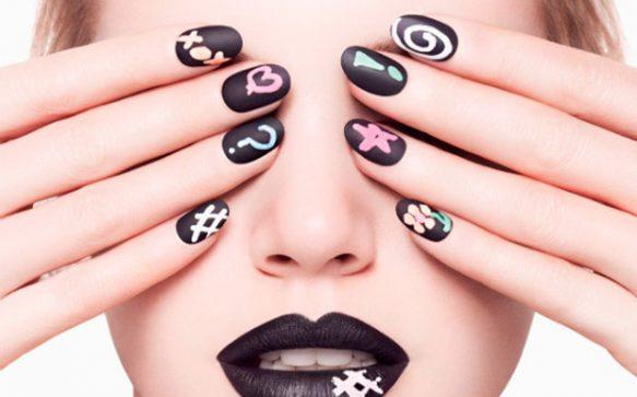 Chalkboard Manicure – Der neue Schultafel Nagellack