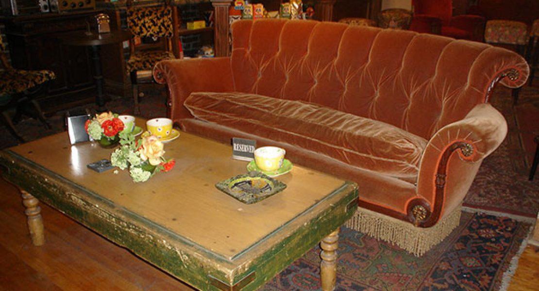 "Original ""Friends"" Couch in Berliner Starbucks Coffee House"