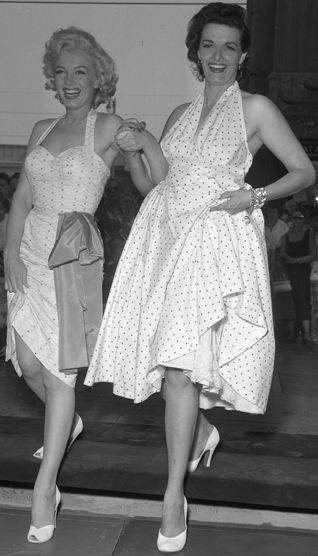 Marilyn_Monroe_and_Jane_Russell_at_Chinese_Theater