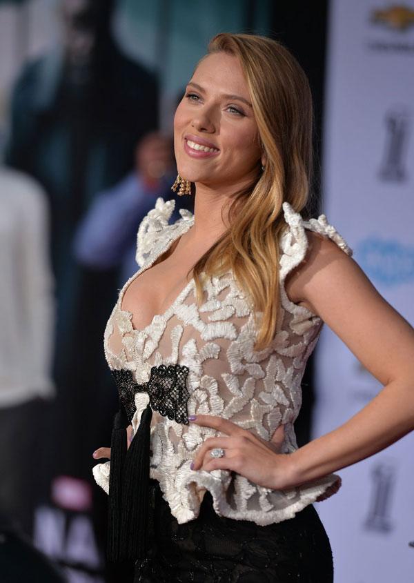 Scarlett Johansson zeigt gerne ihr Dekolleté.