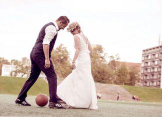 Bei der Hochzeit lohnt sich die Buchung eines professionellen Fotografen.